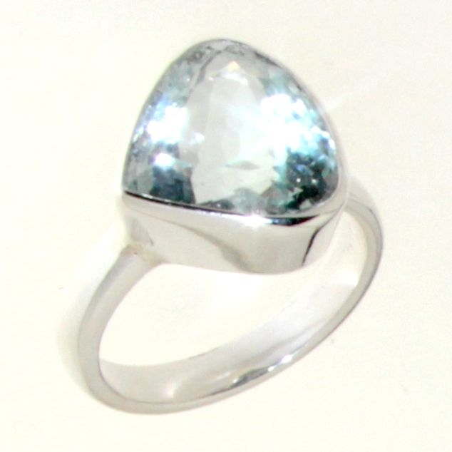 Ring in 925 silver with Faceted Aquamarine